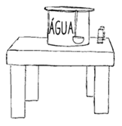 um recipiente de água com uma concha de cabo longo