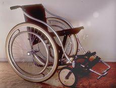 Foto de una silla de ruedas 'torbellino' de tubo de acero.